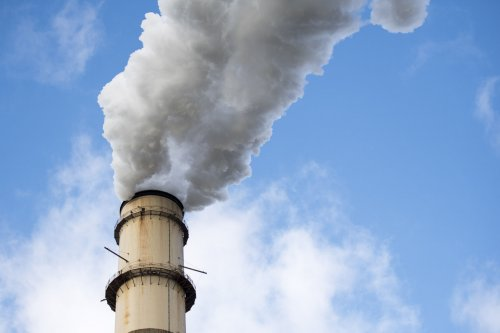 Japan faces challenges in cutting CO2, Moody's finds