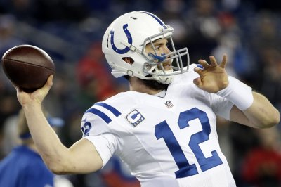 Colts' Frank Reich: Andrew Luck 'real close' to throwing footballs