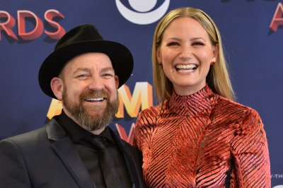 Jennifer Nettles releases music video after PSA about community