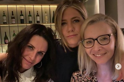 Jennifer Aniston, Lisa Kudrow, Courteney Cox reunite: 'Bliss'