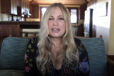 Jennifer Coolidge discusses the idea of replacing Kim Cattrall in 'Sex and the City'