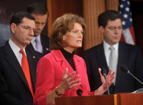 Murkowski leads effort to push Keystone XL pipeline, LNG exports