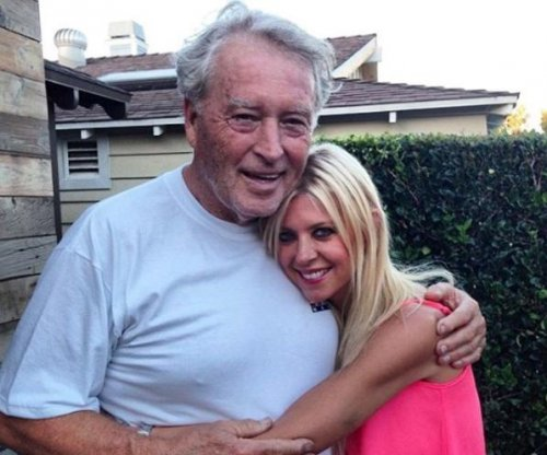 Tara Reid announces father's death: He was 'my entire world'
