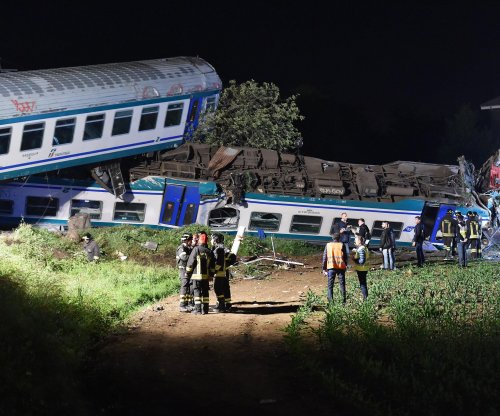 At least 2 dead after commuter train derails in Italy