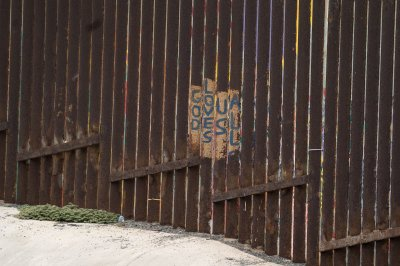 Supreme Court OKs border wall construction amid legal fight