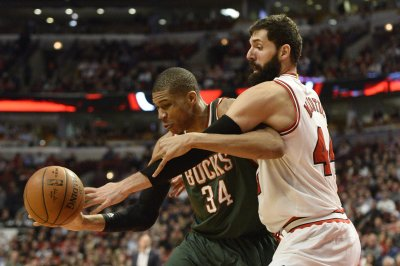 Giannis Antetokounmpo leads Milwaukee Bucks over Utah Jazz