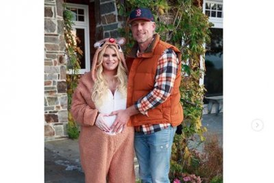 Jessica Simpson cradles baby bump in new photos with family
