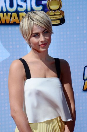 Julianne Hough returning to 'Dancing With The Stars' as judge