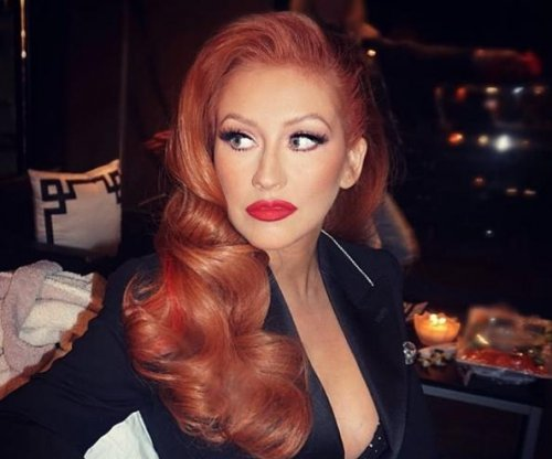 Christina Aguilera debuts red hair at Hillary Clinton event