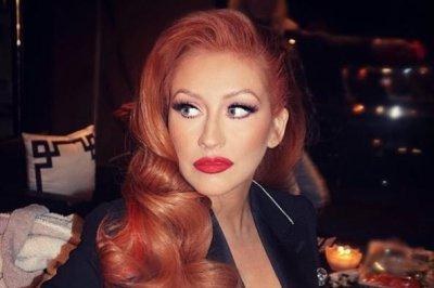 Christina Aguilera debuts red hair at Hillary Clinton event