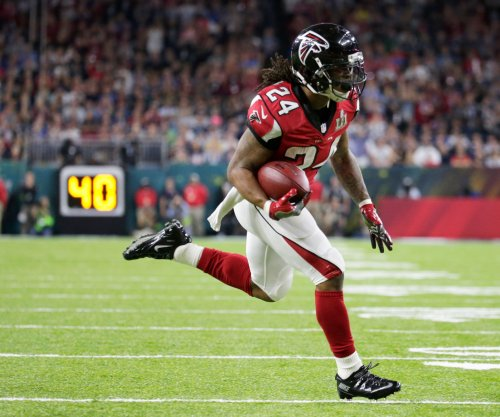 Atlanta Falcons place RB Devonta Freeman in concussion protocol, will not play vs. Steelers