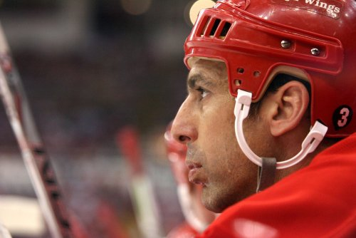 Chelios to return for 25th NHL season