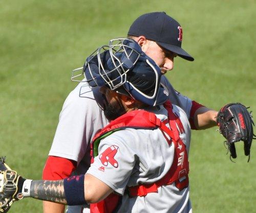Red Sox pitcher Matt Barnes uses autographs to aid medical bill fundraiser