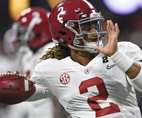 Alabama's Hurts announces he's transferring to Oklahoma