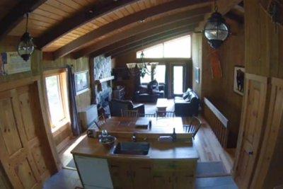 Watch:-New-Hampshire-resident's-security-camera-records-bear-burglar