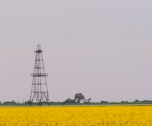 Western Canadian oil and gas output declines