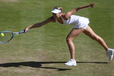 Maria Sharapova advances to fourth round of Australian Open
