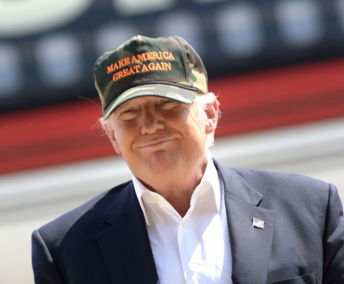 Gun control: Clinton urges stronger laws, Trump calls for Muslim 'vigilance'