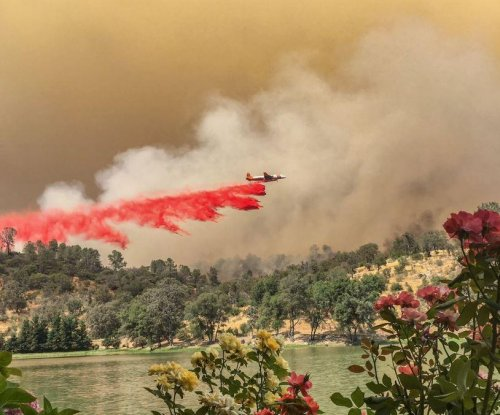 Thousands of firefighters battle California blaze, now at 70K acres