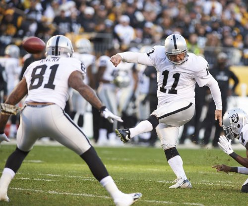 Oakland Raiders kicker Sebastian Janikowski agrees to $1M pay cut in new deal