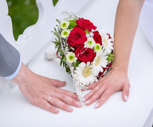 Marriage lowers risk for mental decline in old age, study says