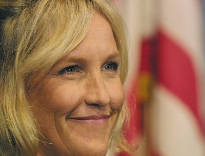 Erin Brockovich-Ellis apologizes for arrest