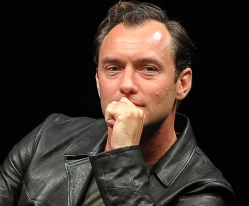 Jude Law to play Albus Dumbledore in 'Fantastic Beasts' sequel