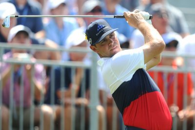 PGA Championship: Gary Woodland leads with 6-under-par first round