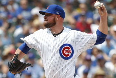 Cubs sticking with it, seek series split with Pirates