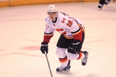 Calgary Flames' Matthew Tkachuk nets silky between-the-legs goal