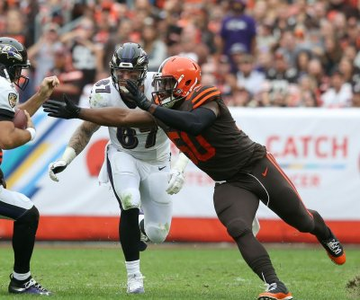 Browns DE Chris Smith to play vs. New York Jets after girlfriend's death