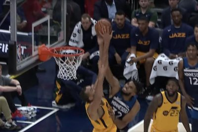 Jazz's Rudy Gobert swats Karl-Anthony Towns dunk in loss to T-wolves