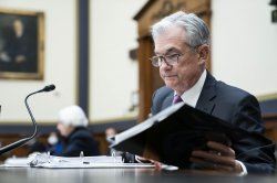 Federal Reserve tightens trading rules for senior officials