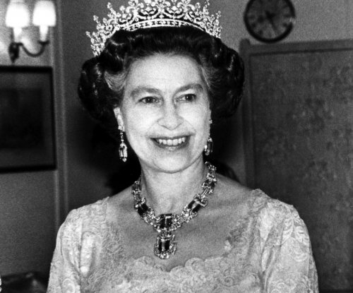 Buckingham Palace shares 2 vintage photos of Queen Elizabeth
