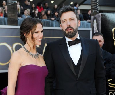 Ben Affleck, Jennifer Garner pictured smiling together after split