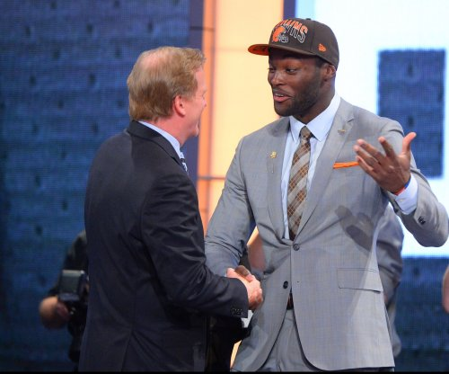 Cleveland Browns decline option on Barkevious Mingo