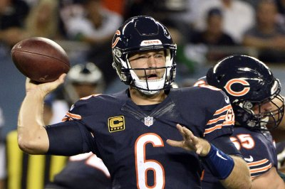 Chicago Bears left in limbo as Jay Cutler nurses thumb injury