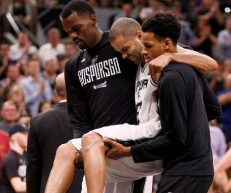 San Antonio Spurs' Tony Parker carried off floor in Game 2 with apparent knee injury