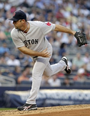Tim Wakefield announces retirement