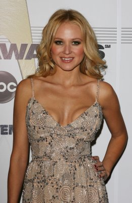 Jewel to judge, mentor on 'Nashville Star'