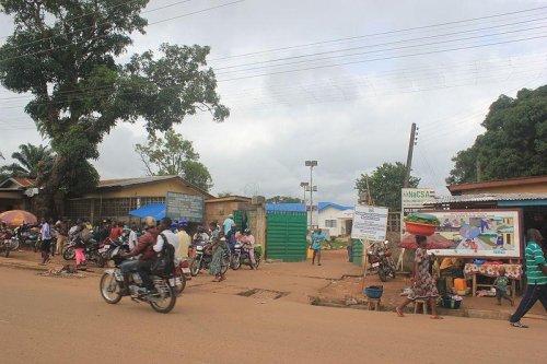 Liberia, Sierra Leone fight Ebola with blockades