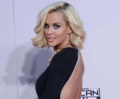 Jenny McCarthy calls out Charlie Sheen for lack of transparency with HIV status