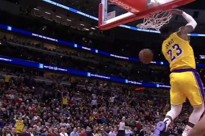 LeBron James slams reverse dunk off backboard assist
