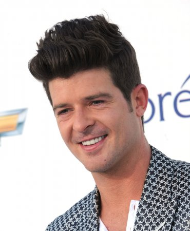 Robin Thicke's 'Blurred Lines' tops U.S. record chart