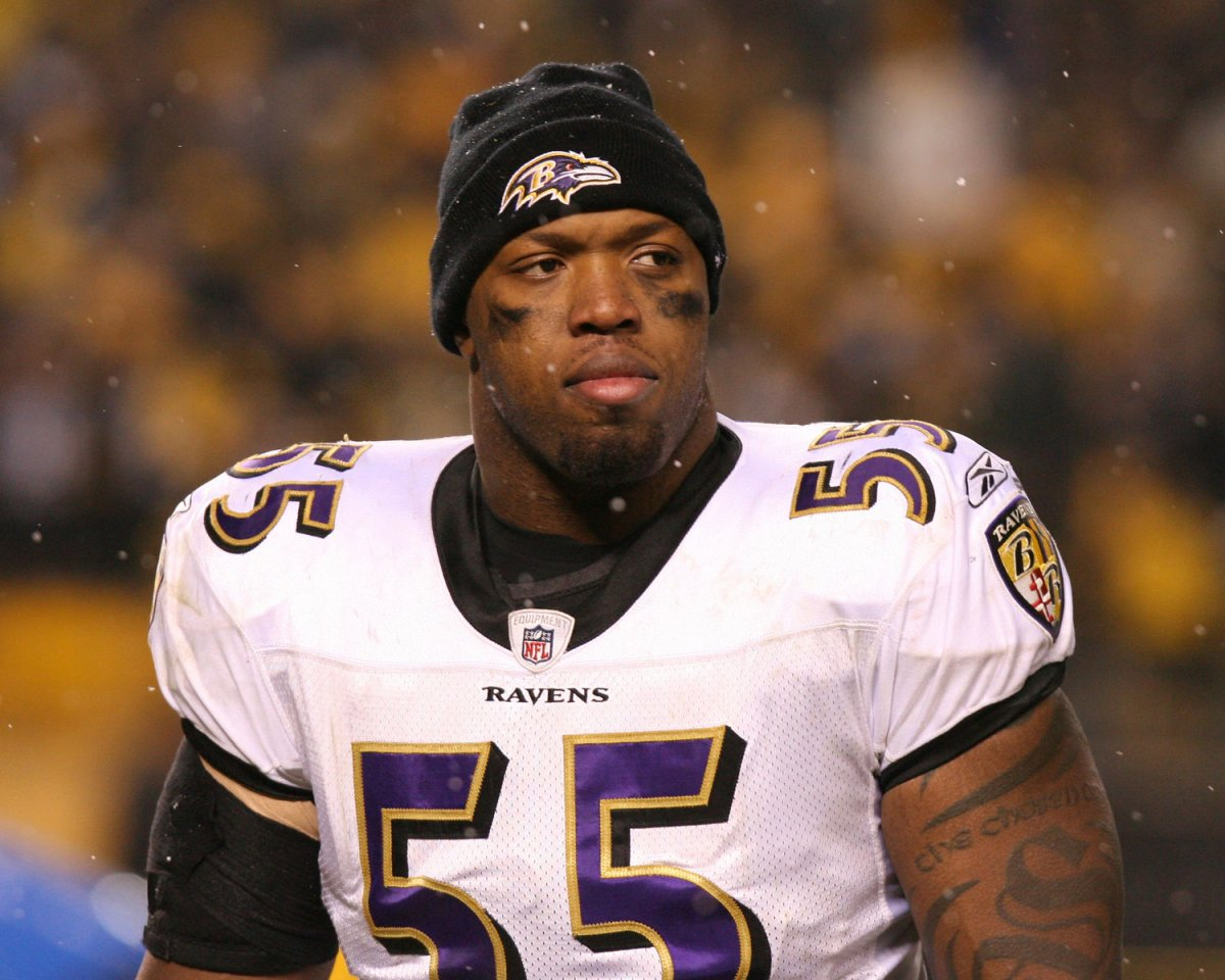 Terrell Suggs signs record NFL contract UPI