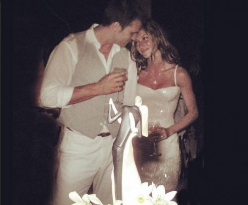 Gisele Bundchen shares wedding photo with Tom Brady