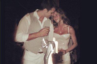 Gisele Bundchen shares wedding photo with Tom Brady