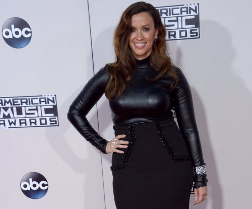 Alanis Morissette shares first photo of newborn daughter