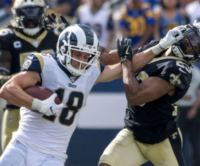 Rams rock Saints; Drew Brees injures hand