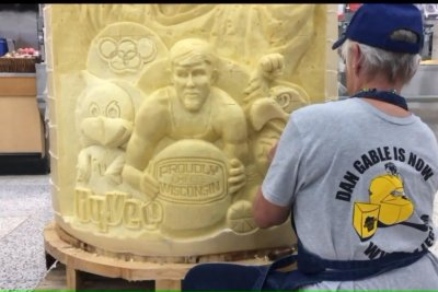 Iowa wrestling icon honored with giant cheese sculpture